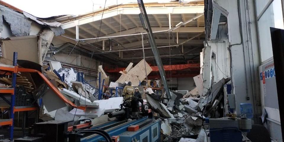 Появилось видео с момента обрушения кровли здания в Дзержинском