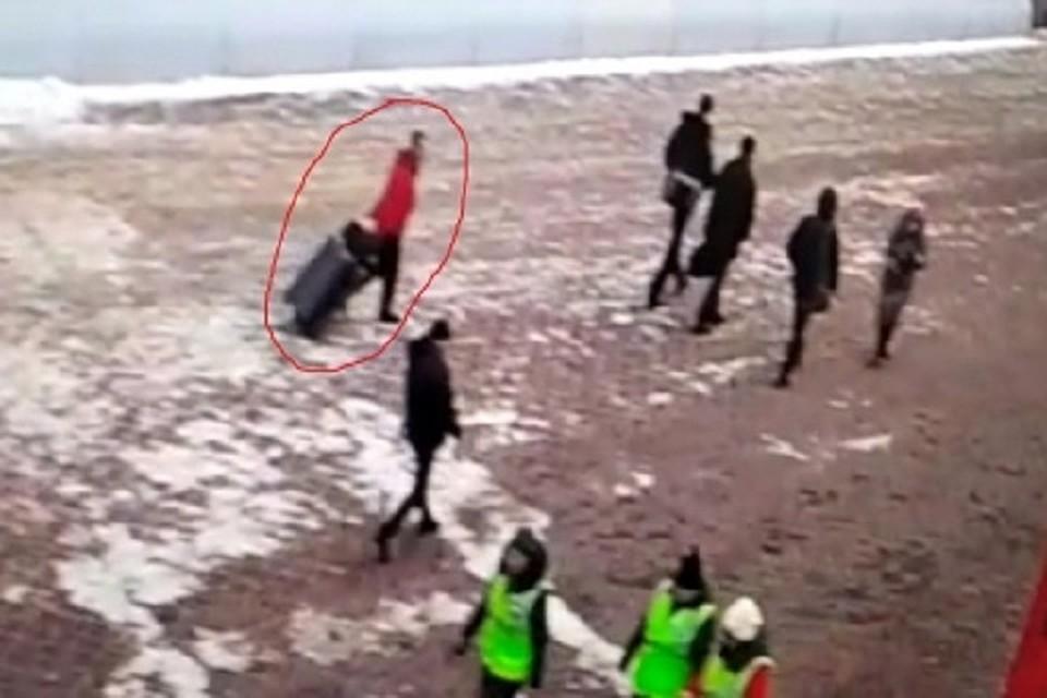 3c809b59fed5 Лох – это судьба: в Екатеринбурге воришки украли чемодан за 173 тысячи и  продали его за 500 рублей