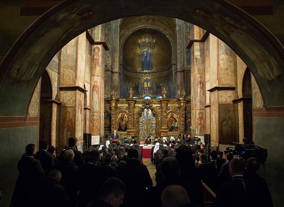 На Украине стало законным переименование Украинской православной церкви