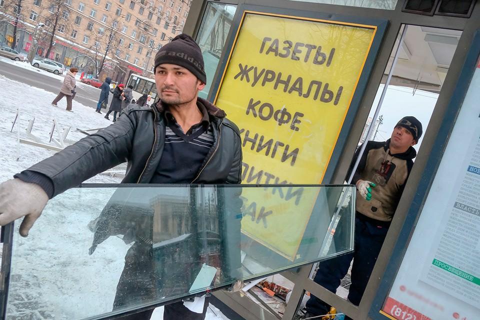На пересечении улицы Типанова и Московского проспекта снесли газетный павильон.