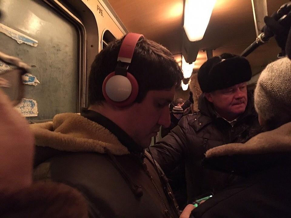 Мэр Саратова Михаил Исаев в трамвае №11. Фото соцсетей