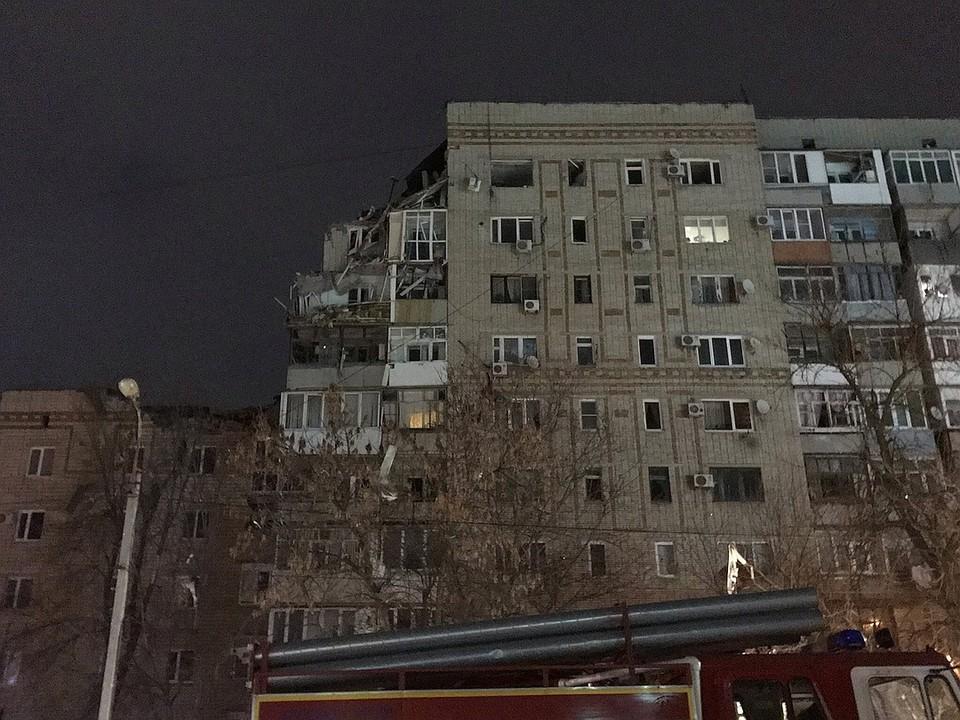 """Взрывом разрушены квартиры на 8-м и 9-м этажах, пострадали квартиры на 7-м. Фото: ВК, паблик """"Ростов Главный""""."""