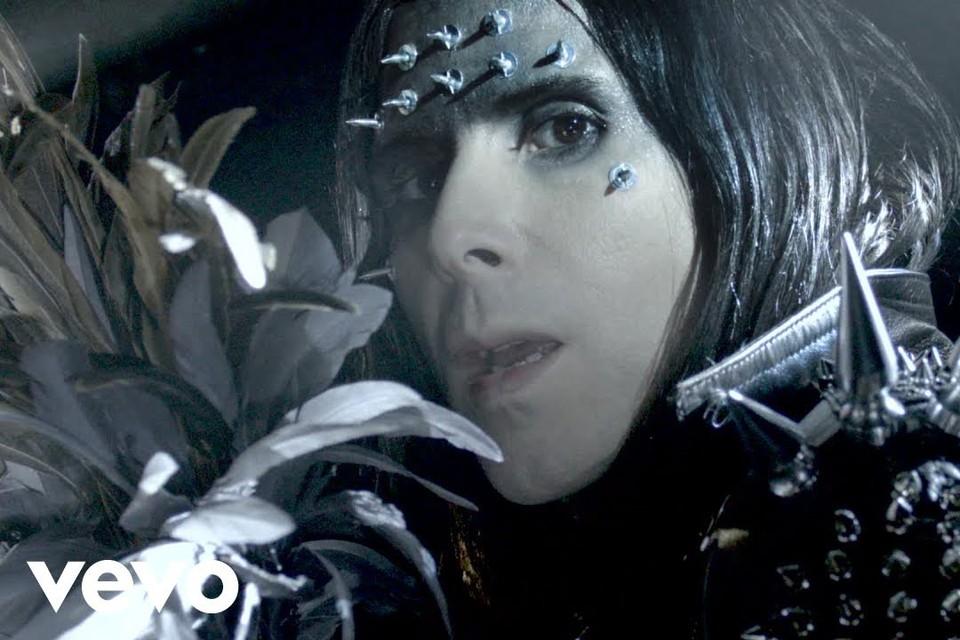 Фото: скриншот из клипа IAMX - Stardust.