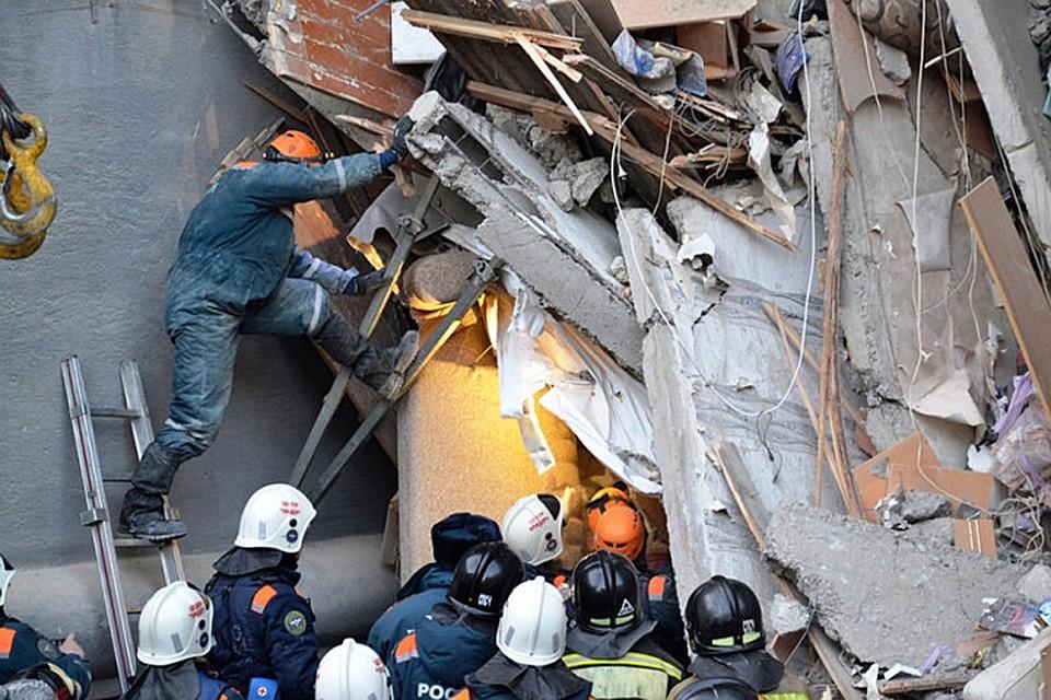 31 декабря в Магнитогорске обрушился подъезд десятиэтажки. Погибли 39 человек