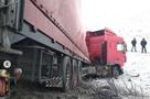 На трассе М-4 в сторону Ростова-на-Дону фуру из-за гололеда вынесло с дороги