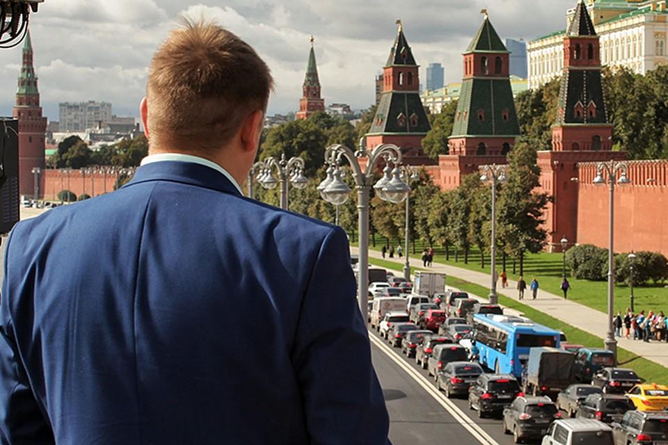 Депутат Госдумы, имевший отношение и к работе в правительстве, на условиях анонимности рассказал «КП» о том, какие кадровые барьеры есть на пути госслужащего и народного избранника