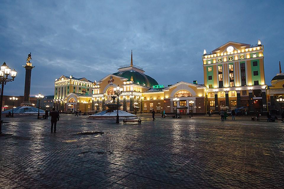 9eea13d75 Фасад вокзала украсила художественная подсветка из 650 светодиодных  светильников. Фото: Илья МАТУШКИН