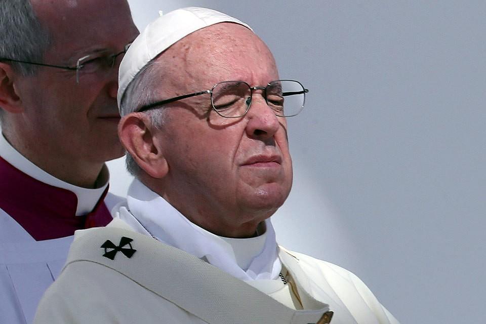 Папе римскому предложили стать вегетарианцем.