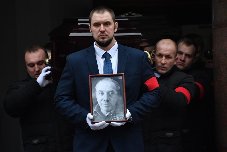 На панихиде по Сергею Юрскому Евгений Стеблов упал в обморок