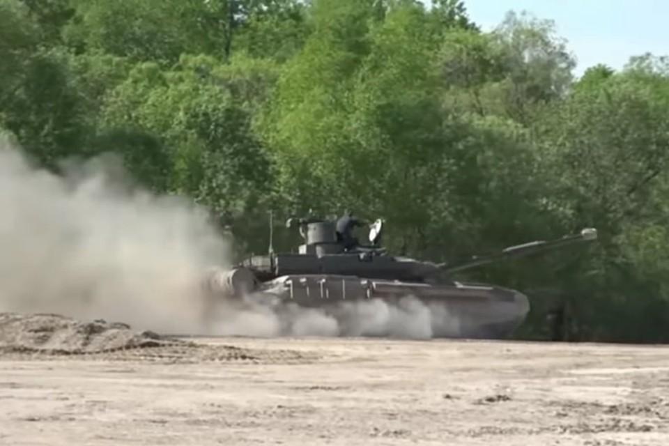 Испытания танка Т-90МС. Фото: скриншот видео