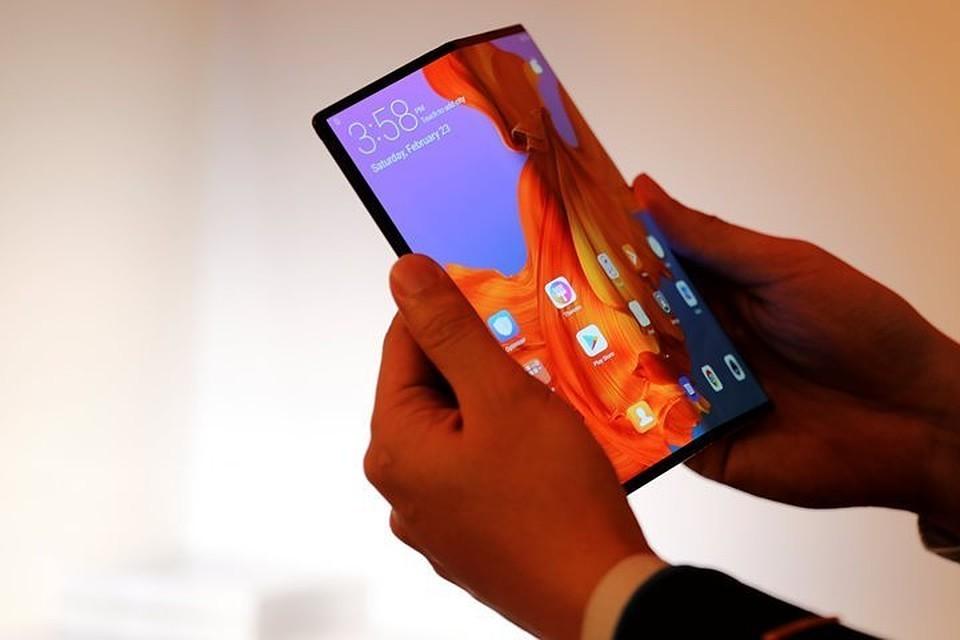 Huawei презентовала смартфон Mate X со складывающимся экраном
