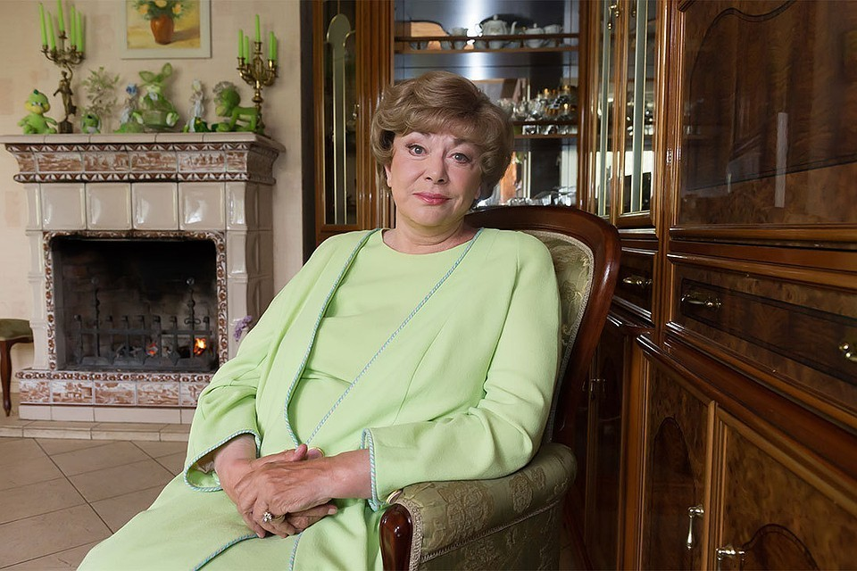 Эдита Пьеха заверила, что со здоровьем у нее все в порядке