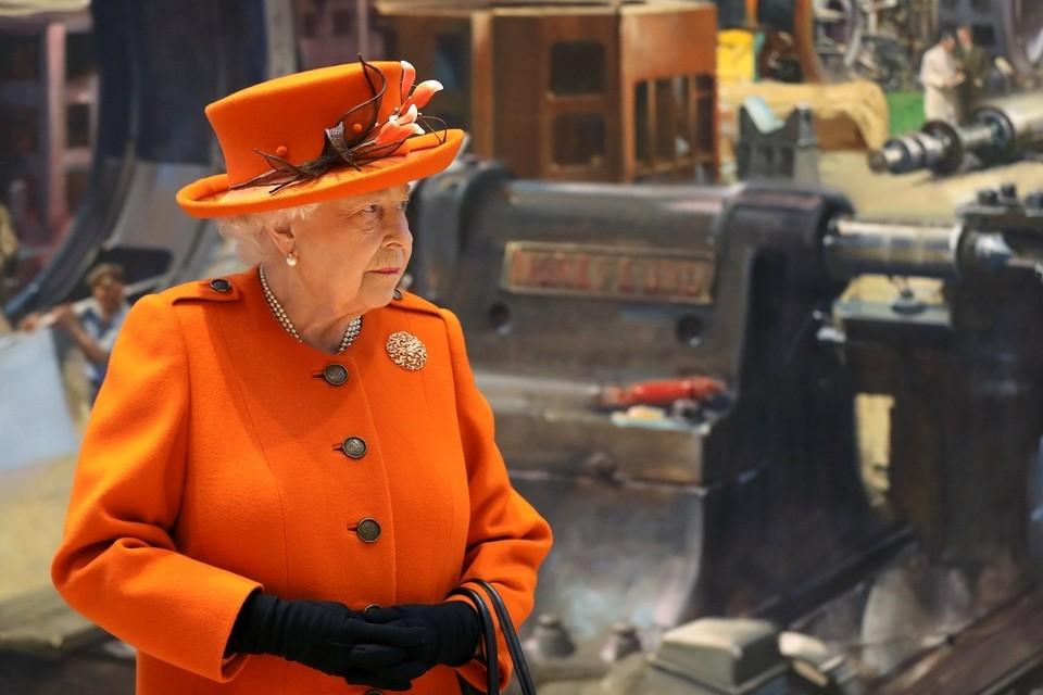 Королева Великобритании Елизавета II в лондонском Музее науки