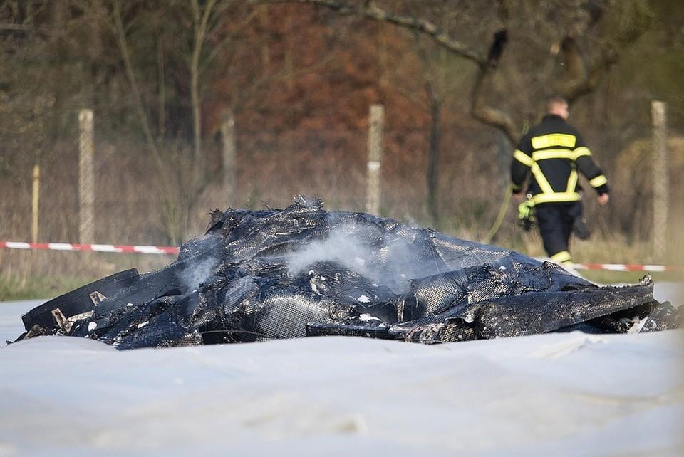В сети появились фото с места крушения частного самолета в Германии, в результате которого погибли жена и тесть создателя и основателя авиакомпании S7 Владислава Филева