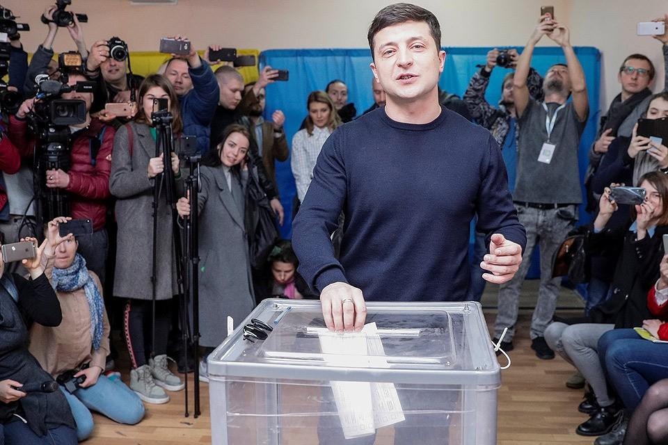 Победитель первого тура Владимир Зеленский в день голосования.
