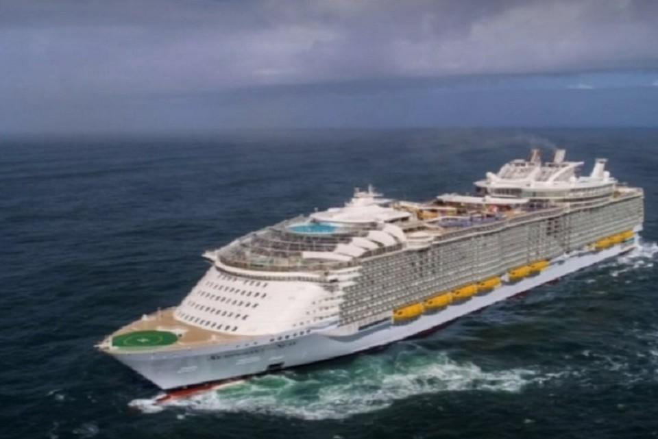 "Туристический лайнер ""Оазис морей"" повредили в борту Багамских островов. ФОТО: стоп-кадр с видео"
