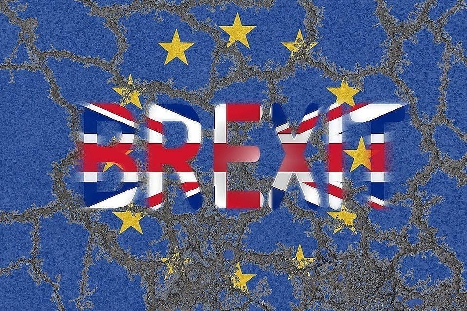 Законопроект обязывает правительство Великобритании просить отсрочку Brexit, чтобы избежать выхода из ЕС без соглашения