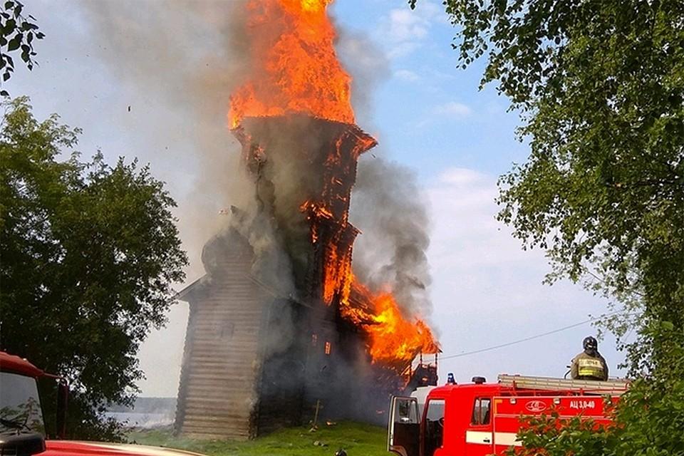 В 2018 году пожар уничтожил уникальную деревянную церковь в Кондопоге.