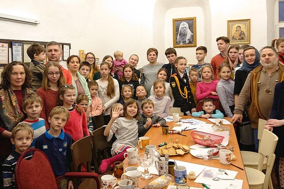 Уже три года (все на моих глазах) на скромные пожертвования при Донском монастыре работает целый Социальный центр.
