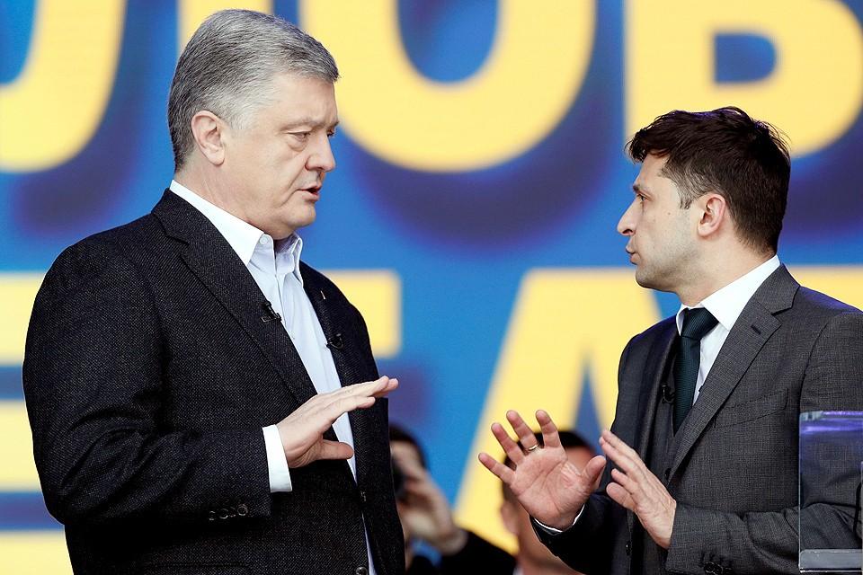 Петр Порошенко и Владимир Зеленский перед началом дебатов.