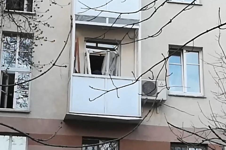 Взрывной волной выбило стекла на балконе
