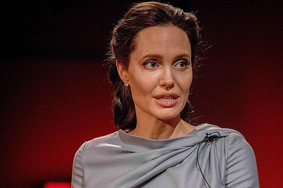 Анджелина Джоли страдает от паралича Белла, который влияет на мышцы лица
