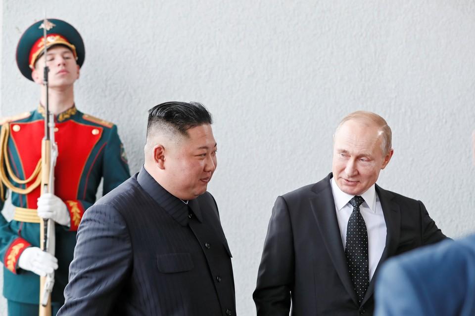 Путин встретил Ким Чен Ына на пороге кампуса