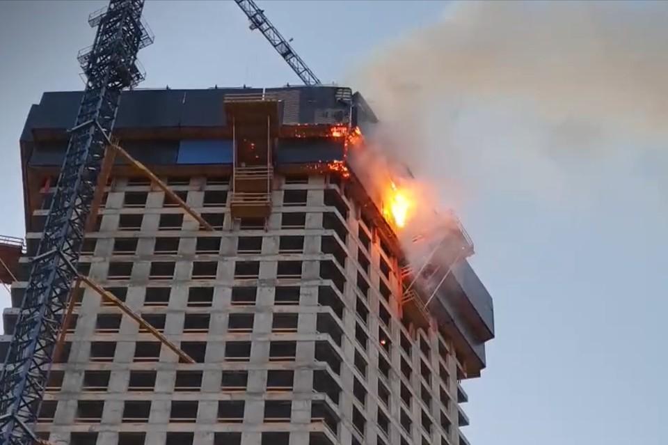 Пожар произошел на 42-м этаже строящейся высотки в Москве