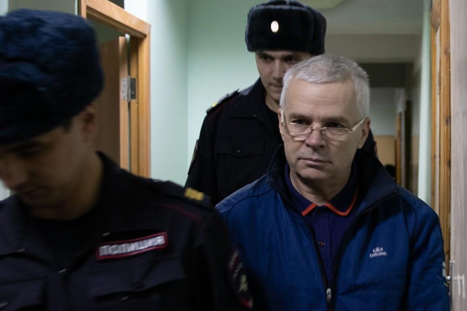 Суд оставил Эдуарда Матвеев под арестом еще на один месяц