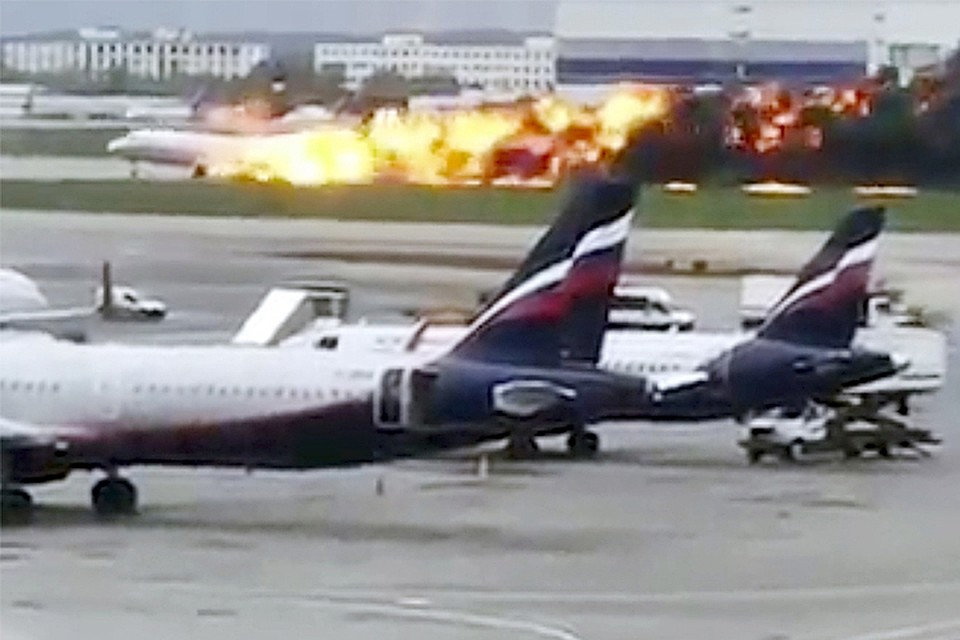 eedd105e824ce Стало известно, кто смеялся над горевшим самолетом на видео