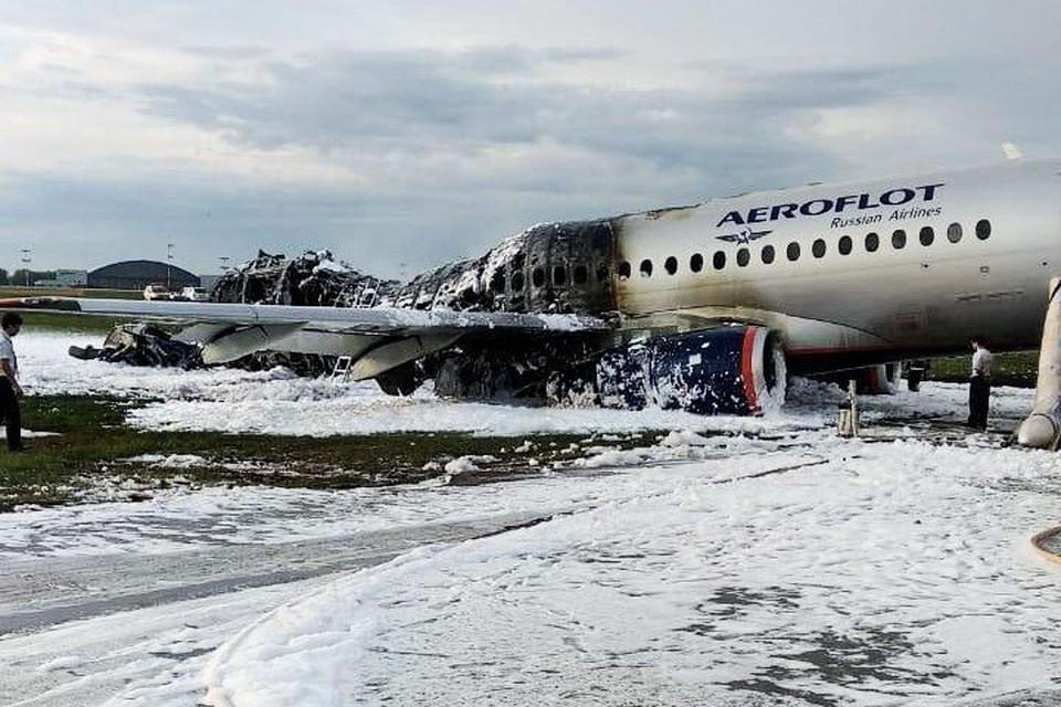 Сейчас самолет перемещен на удаленную стоянку
