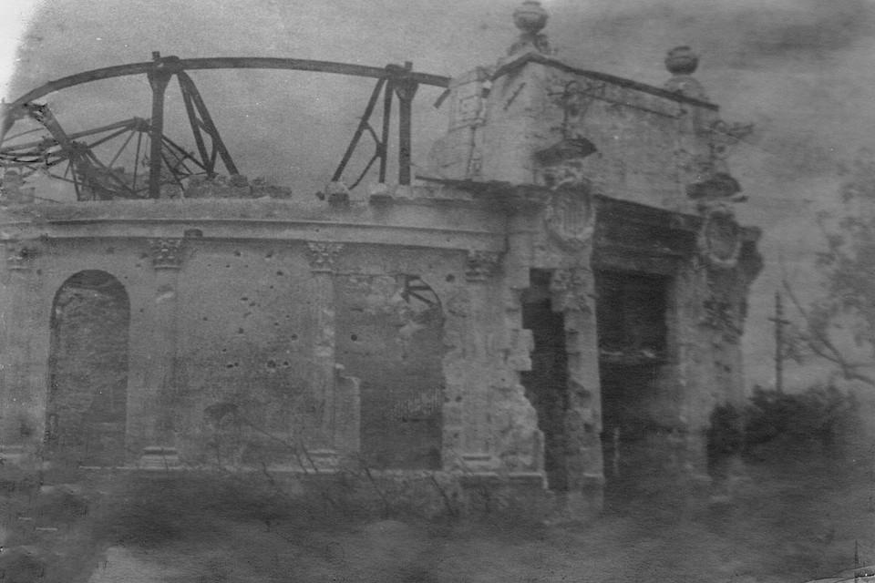 Театр имени Луначарского. Взорван и сожжен. Фото: архив Минобороны РФ