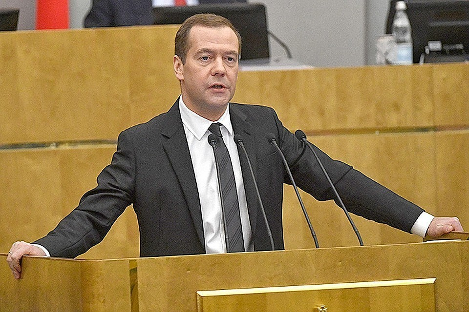Медведев поручил максимально быстро выплатить компенсации пострадавшим и родственникам погибших в авиакатастрофе в Шереметьево