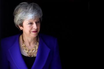 Британские СМИ: «Даже муж Терезы Мэй думает, что ей пора бы в отставку»