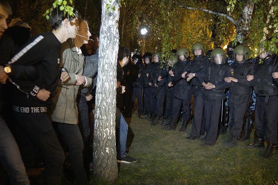 Вечернее противостояние в Екатеринбурге на месте намеченного строительства.
