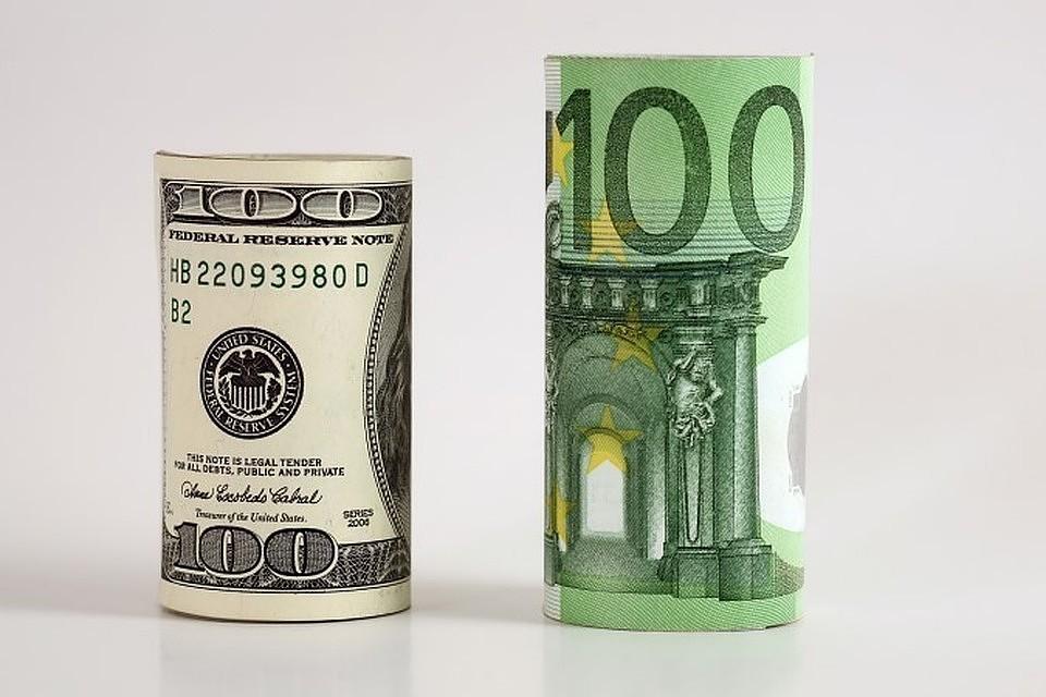 Курс евро на пятницу снизился до 72,37 рубля