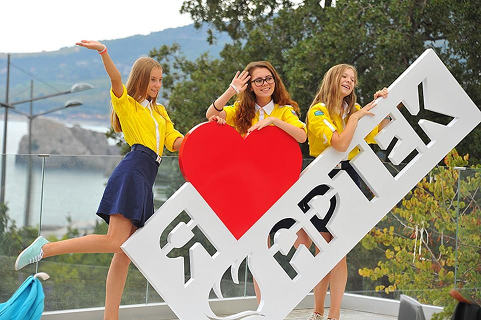 Конкурс проводится в виде целой кучи разных региональных этапов и в финале лучше из лучших встречаются в Крыму, в Артеке, где проходит финал