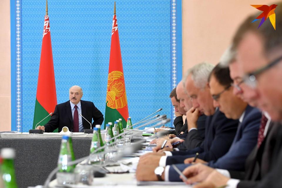 Президент собрал чиновников на совещание по экономическим вопросам
