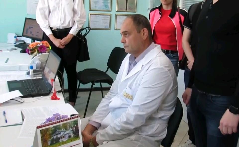 Для лечения выявленных «серьезных» заболеваний врачи назначали массажи, пиявки и прочие странные процедуры по бешеным ценам.