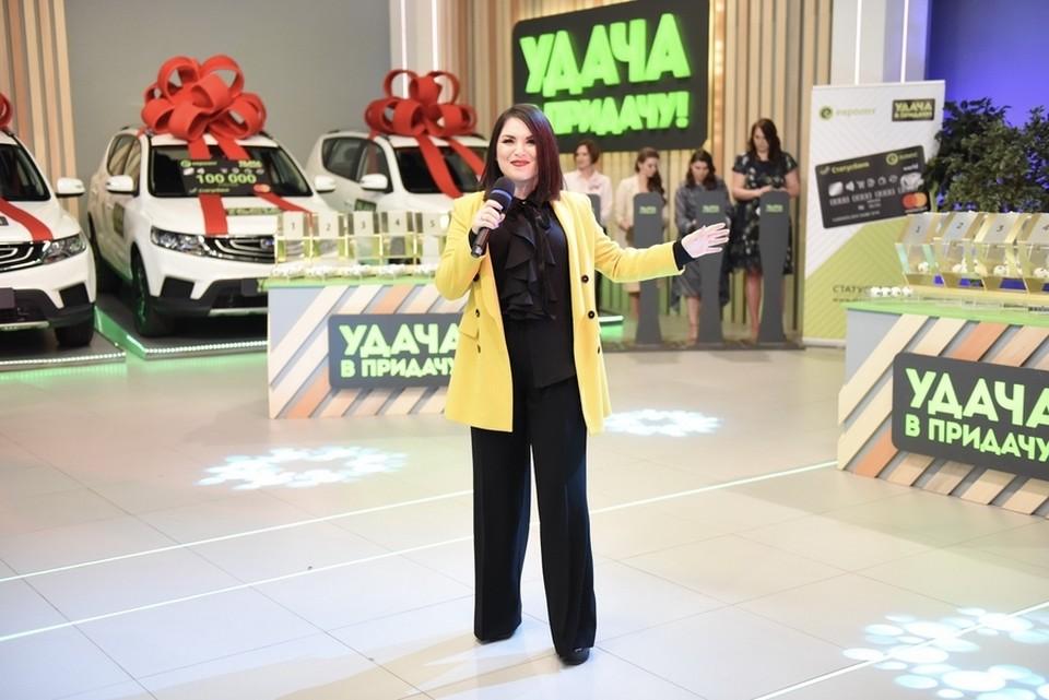 Определить победителя помогла певица Гюнешь.