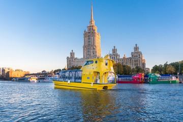 На Москве-реке запустили 10 разноцветных речных трамвайчиков