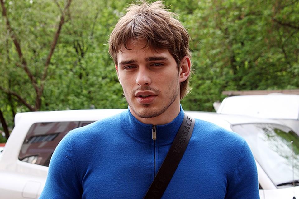 Василий Степанов не появляется на публике и не снимается в кино