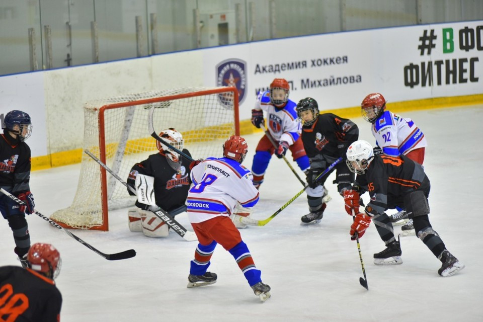 Заключительной игрой турнира станет уже традиционный матч звезд советского и российского хоккея против игроков детской сборной мира