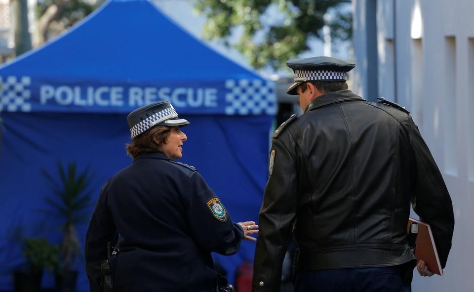 В Сиднее мужчина напал с ножом на 24-летнего полицейского