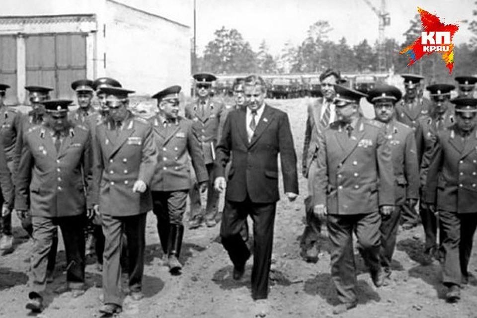 Борис Ельцин был уверен, что это солдаты напустили на людей сибирскую язву, когда случайно раскопали могильник