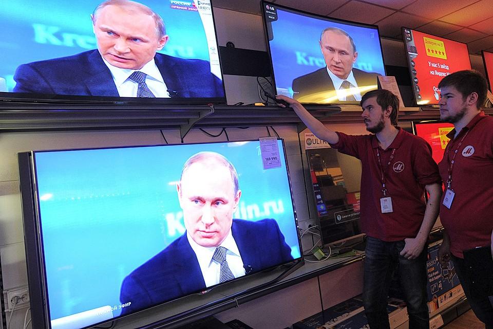 Во время телевизионной трансляции программы `Прямая линия с Владимиром Путиным`.