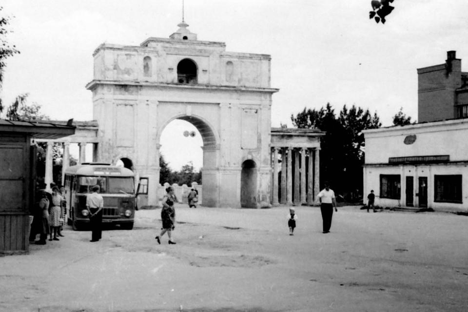Триумфальную арку до сих пор помнят в Молодечно. Фото: Архив Владимира Садовского
