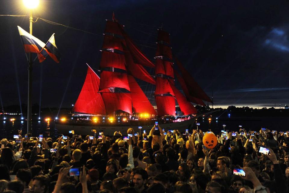 Корабль с гордым именем «Россия» впервые принял участие в празднике «Алые паруса 2019».