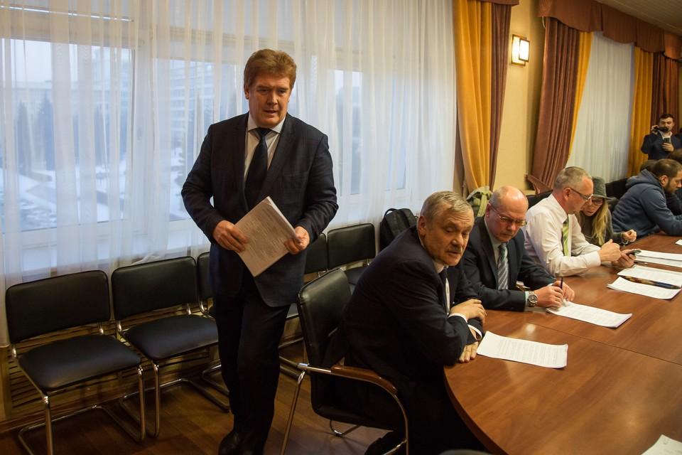 Владимира Елистратова написал в заявлении депутатам, что уходит по собственному желанию.