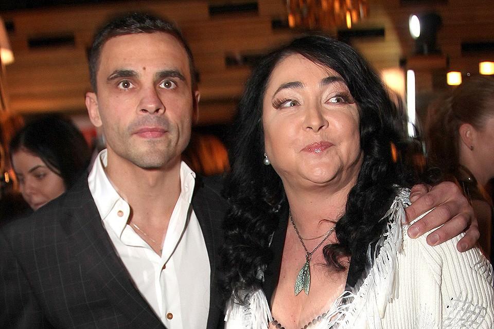 Лолита Милявская объявила, что разводится с мужем Дмитрием.